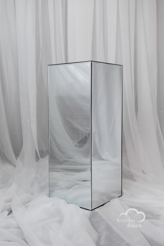 30'' Mirrored Pedastal