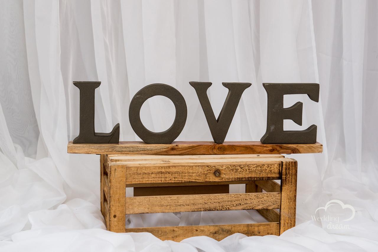 Rustic LOVE Signage & Crate