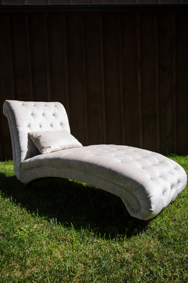 Diamond studied velvet chaise