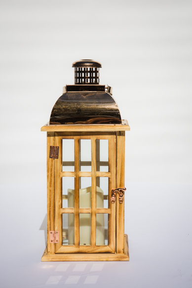 Wooden lantern with rosegold top and led candle